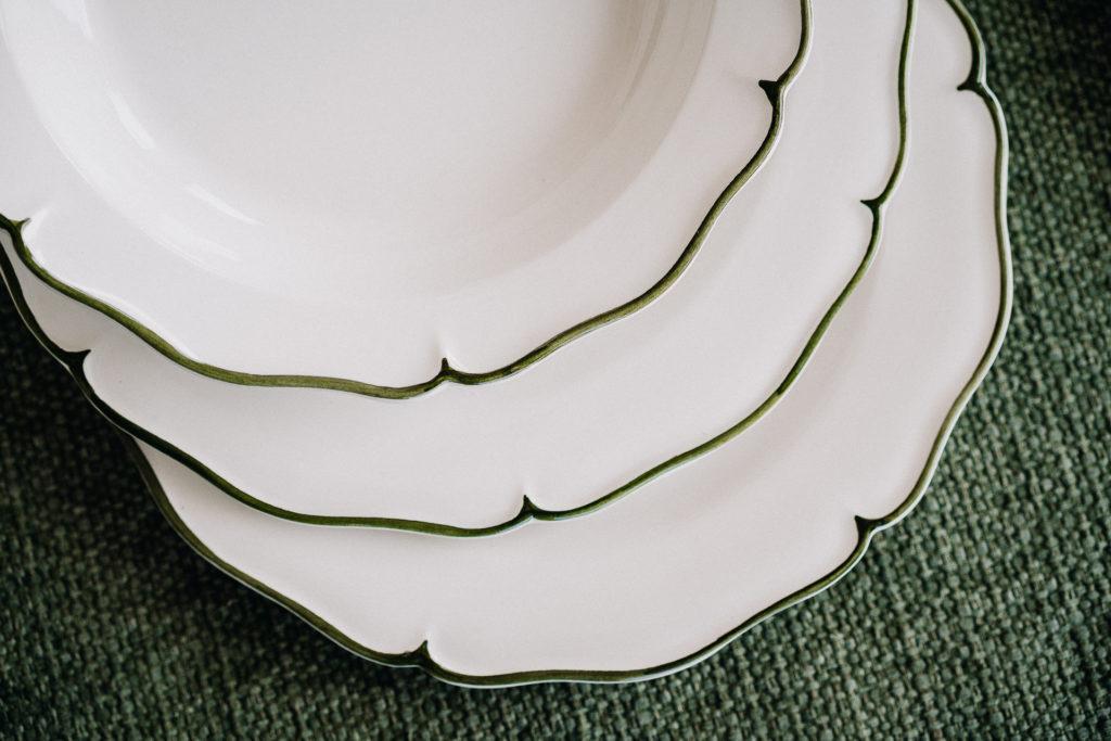 denota omaggio aziendale regalo piatti con profilo verde